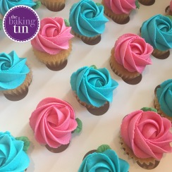 Mini turquoise and pink cupcakes